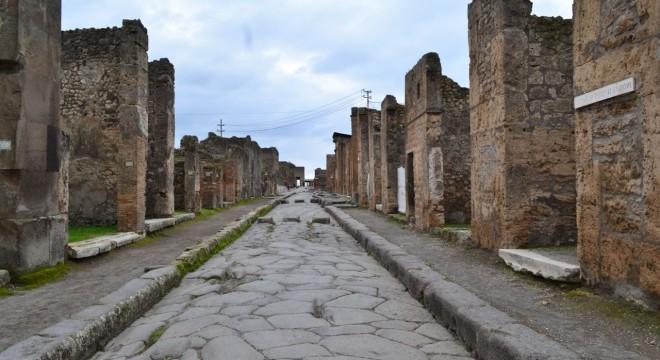 A street in Pompeii, January 2014.