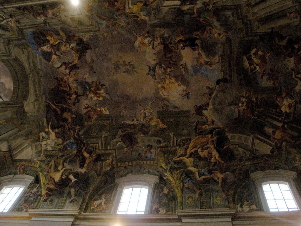 Trompe l'oeil ceiling fresco