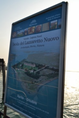 A sign at the vaporetto dock