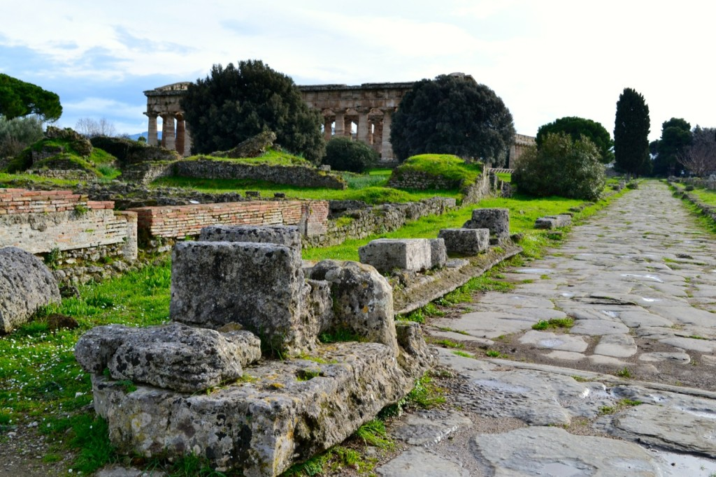 Paestum: Where Roman ruins and Greek temples coexist today...